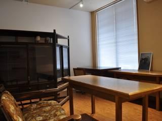 GALLERIA大町: 一級建築士事務所 渡邊唯建築設計事務所が手掛けたオフィススペース&店です。