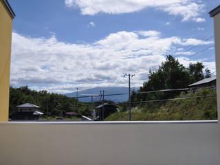 テラスからの眺望: 一級建築士事務所 渡邊唯建築設計事務所が手掛けたテラス・ベランダです。