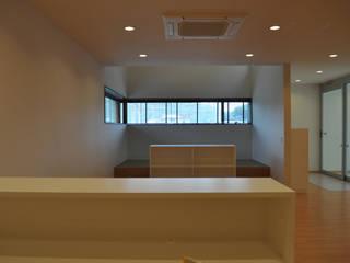 クリニックスペース: 一級建築士事務所 渡邊唯建築設計事務所が手掛けた書斎です。