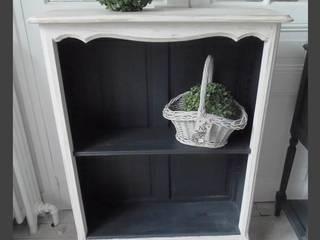 Console , bibliothèque, bibus patiné gris perle blanc poudré intérieure ardoise:  de style  par atelier des 4 saisons