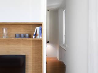 PG House | private apartment refurbishment Sala da pranzo moderna di Atelierzero Architects Moderno