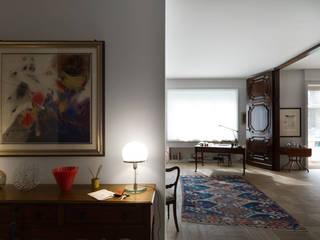 HHR | historical apartment restyling Soggiorno classico di Atelierzero Architects Classico