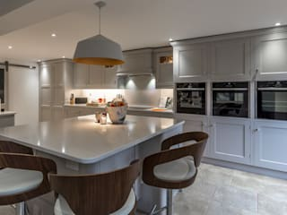 Hand built kitchen in Hertfordshire Modern Kitchen by John Ladbury and Company Modern