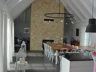 Rezydencja podmiejska: styl , w kategorii Jadalnia zaprojektowany przez Biuro Architektoniczno-Budowlane s.c.