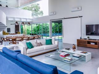 Casa de Veraneio Itu Salas de estar modernas por Radô Arquitetura e Design Moderno