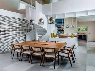 Casa de Veraneio Itu: Salas de jantar  por Radô Arquitetura e Design