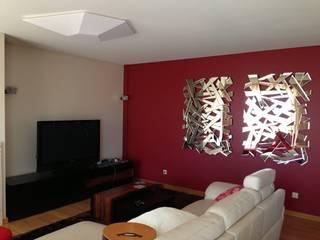 Sala de Estar:   por Favos Comércio de móveis e artigos para decoração lda.,Moderno