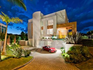 Modern houses by Karin Brenner Arquitetura e Engenharia Modern