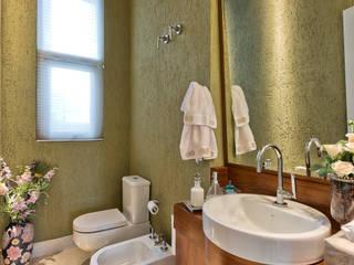 Salle de bains de style  par Karin Brenner Arquitetura e Engenharia