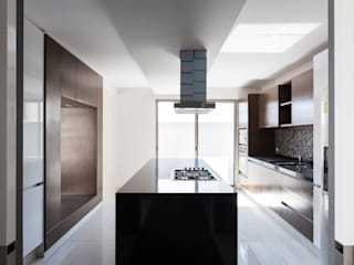 Modern kitchen by BCA Arch and Interiors Modern