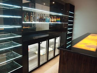 Contemporary Home Bar in Virginia Water Designer Vision and Sound: Bespoke Cabinet Making Soggiorno moderno