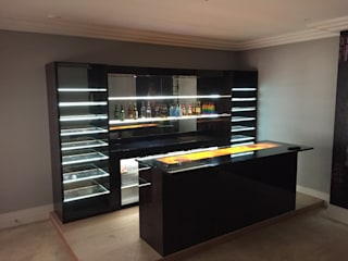 Contemporary Home Bar in Virginia Water Designer Vision and Sound: Bespoke Cabinet Making Living room Wood effect