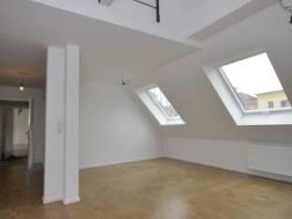Kleinod unterm Dach:  Wohnzimmer von SIGRUN GERST ARCHITEKTUR