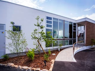 こども歯科医院・Children's dental clinic モダンな商業空間 の Y.Architectural Design モダン