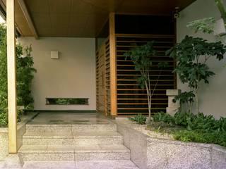 街中で自然を感じる庭: Enatsu Garden Architect / 江夏庭苑事務所が手掛けた庭です。,