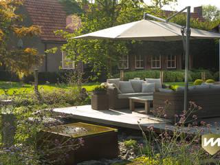 Landelijke achtertuin met stoer paviljoen:  Tuin door Van Mierlo Tuinen | Exclusieve Tuinontwerpen