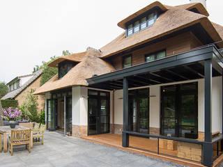 بلكونة أو شرفة تنفيذ DENOLDERVLEUGELS Architects & Associates,