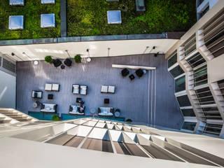 "Hotel ""The Passage"", Bâle (Suisse) Balcon, Veranda & Terrasse modernes par TimberTech Moderne"