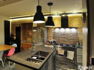 Projekty,  Kuchnia zaprojektowane przez Espais Duals, Rustykalny