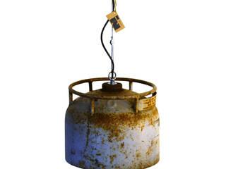 Industriële hanglamp van oude en verweerde gasfles:   door Indusigns