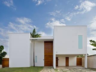 Residência Brasília - DF: Casas  por DG Arquitetura + Design