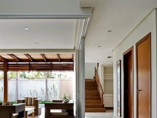 Residência Brasília - DF: Salas de estar  por DG Arquitetura + Design