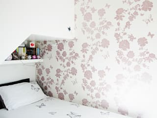 Pretty Flower Bedroom Wallpaper, private commission 2015 Classic style walls & floors by Laura Felicity Design Classic