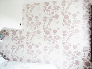 Pretty Flower Bedroom Wallpaper, private commission 2015 Classic walls & floors by Laura Felicity Design Classic
