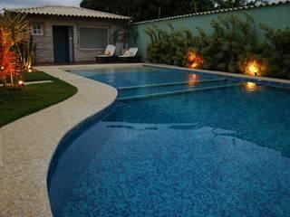 Piscinas de estilo ecléctico de Gisele Ribeiro Arquitetura Ecléctico