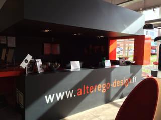 Showroom Alterego Design à Coignières - 02: Salle à manger de style  par Alterego Design