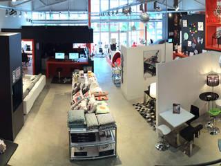 Showroom Alterego Design à Coignières - 03: Salle à manger de style  par Alterego Design