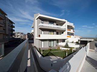 Condominio Nautica Case eclettiche di Laboratorio di Progettazione Claudio Criscione Design Eclettico