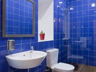 ARCO mais - arquitectura e construção Ванна кімната Плитки Синій