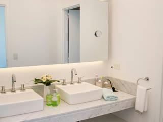 antebaño: Baños de estilo  por Parrado Arquitectura