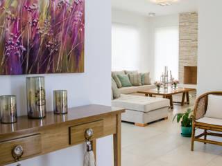 hall: Livings de estilo  por Parrado Arquitectura