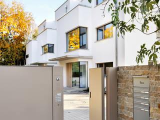Modern Houses by ewaa Modern