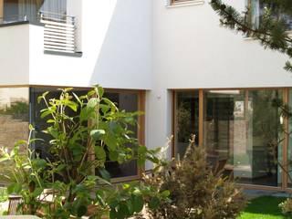Vườn phong cách hiện đại bởi ewaa Hiện đại