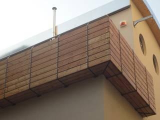Bioedilizia Alessandro Tosetti Balcone, Veranda & Terrazza in stile moderno