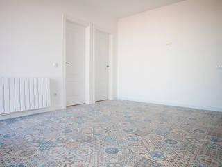 Grupo Inventia Salas de estilo mediterraneo Concreto Blanco