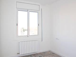 Grupo Inventia Cuartos de estilo mediterráneo Azulejos Blanco