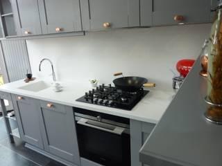 PTC Kitchens sneak peak of our new front display kitchen! Nhà bếp phong cách hiện đại bởi PTC Kitchens Hiện đại