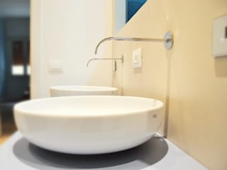 Modern style bathrooms by Nau Architetti Modern