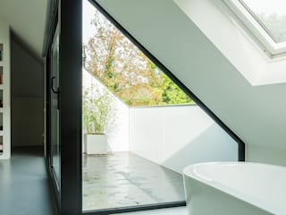 Modern bathroom by Joep van Os Architectenbureau Modern