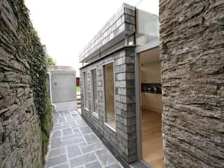 Case in stile in stile Moderno di Innes Architects