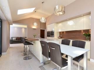 Mr and Mrs Dicks Kitchen:  Kitchen by Diane Berry Kitchens