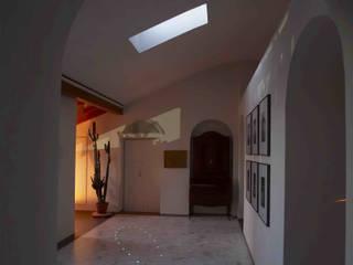 luminescent marble floor: Ingresso & Corridoio in stile  di Alessandro Tosetti
