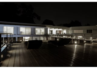 VARADARAJ RESIDENCE, SHIBU ARAKAL PHOTO CREDIT Minimalist houses by DDIR architecture studio Minimalist