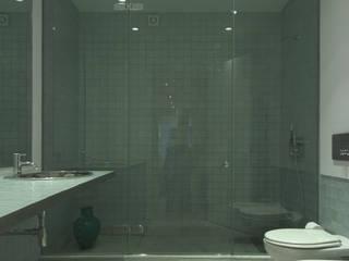 Apartamento às Amoreiras: Casas de banho  por Alberto Caetano,Moderno