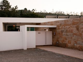 Entrada : Casas modernas por Central Projectos