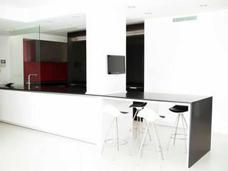 Reforma ático en Paseo del Rey Madrid / 2009 Cocinas de estilo moderno de lado blanco arquitecturas Moderno